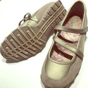 Women's size 6.5 sketchers shoes